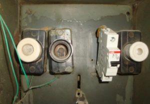 замена пробок в электрощитках